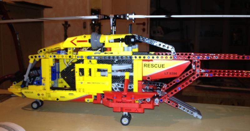 erster flugf higer rescue helikopter 9396 lego bei. Black Bedroom Furniture Sets. Home Design Ideas