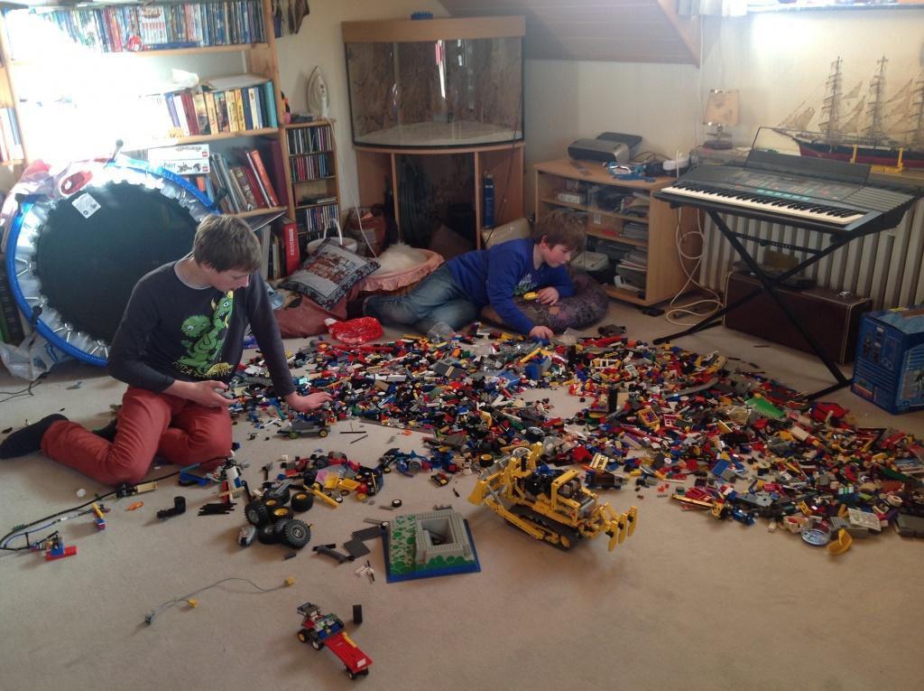 re hilfe kinder wollen mit meinem lego spielen lego bei. Black Bedroom Furniture Sets. Home Design Ideas