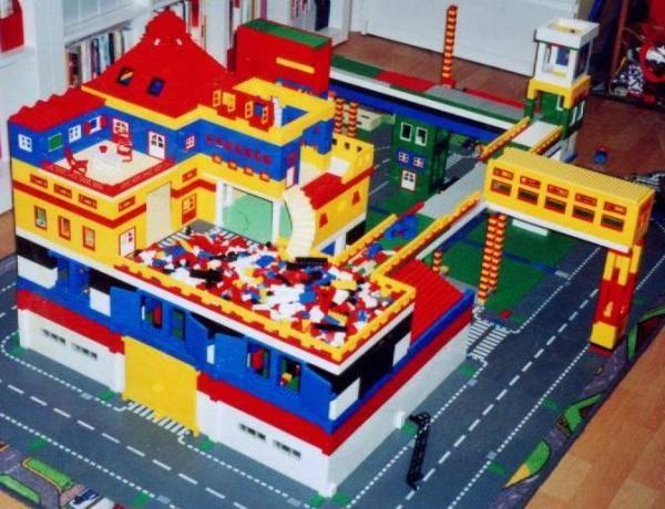 lego offizell spielzeug im montessori kindergarten lego bei gemeinschaft. Black Bedroom Furniture Sets. Home Design Ideas